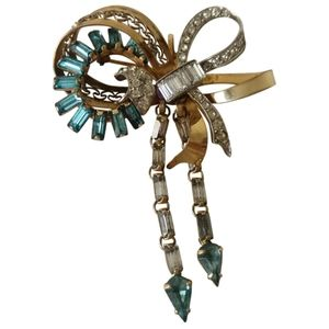 vintage gold plated bow brooch with aquamarine